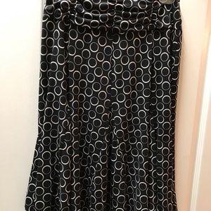 Apt 9 Black Skirt/ White print. Size M